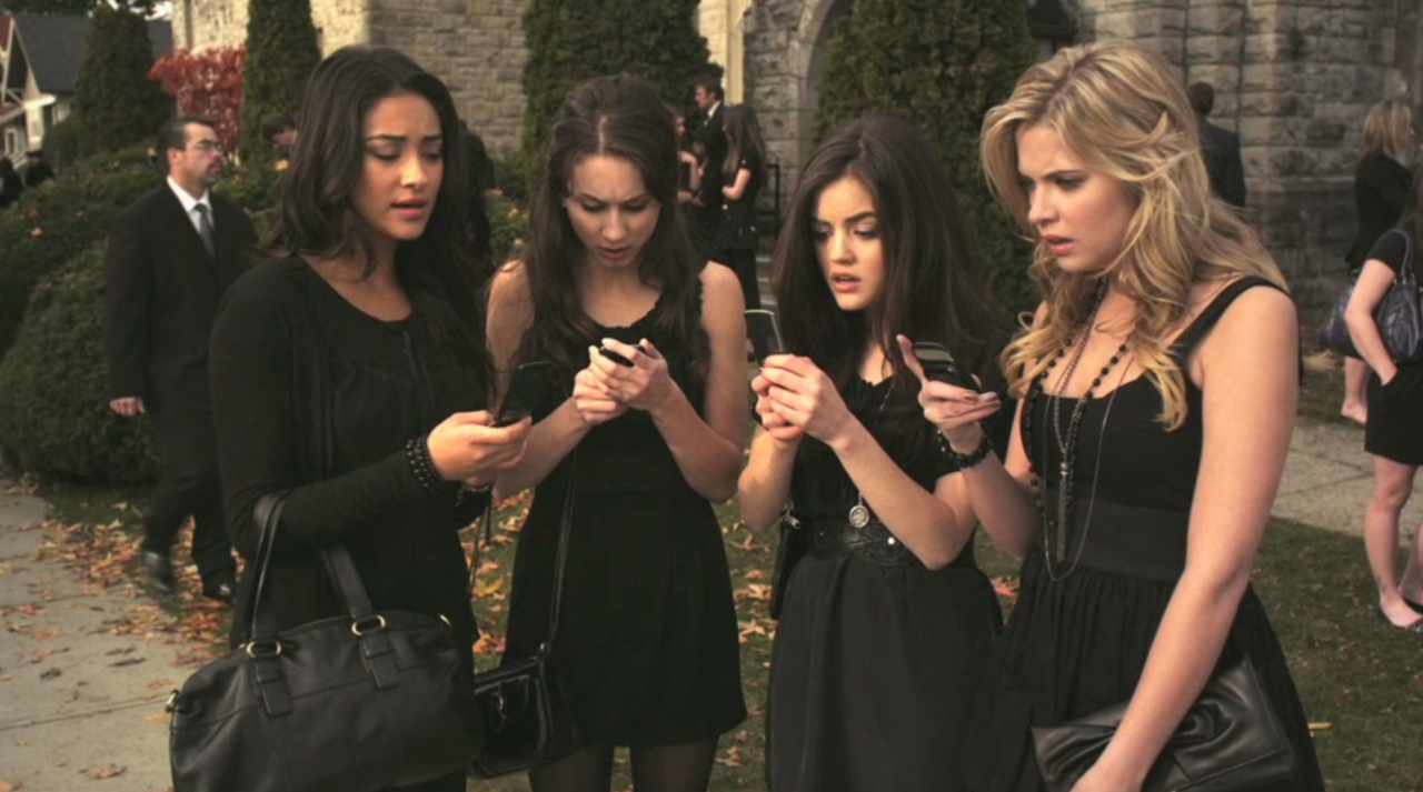 Pretty-Little-Liars-Review-Test-Kritik-01